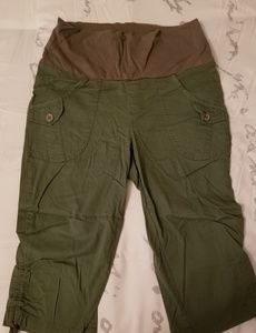Amry Green Maternity Capris